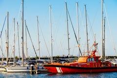 豪华游艇和小船在巴伦西亚口岸在地中海 库存照片