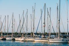 豪华游艇和小船在巴伦西亚口岸在地中海 免版税库存照片