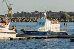 豪华游艇和小船 免版税库存图片