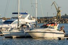 豪华游艇和小船 免版税库存照片