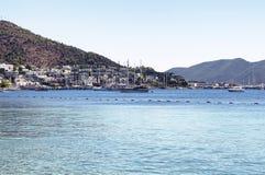 豪华游艇和帆船 免版税库存照片