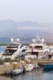 豪华游艇在卡尔维 免版税库存图片