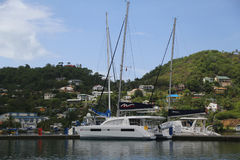 豪华游艇在圣乔治` s小游艇船坞,格林纳达 图库摄影