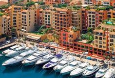 豪华游艇在摩纳哥,彻特d'Azur的港口 图库摄影