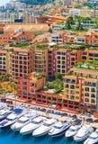 豪华游艇在摩纳哥,彻特d'Azur的港口 免版税库存照片