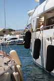 豪华游艇在法国海滨 免版税库存照片