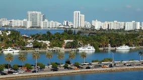 豪华游艇在迈阿密海滩,佛罗里达,鸟瞰图 股票录像