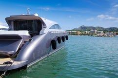 豪华灰色小船在马略卡口岸 免版税图库摄影