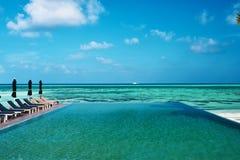 豪华热带游泳池 库存照片