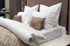 豪华现代样式卧室,旅馆卧室的内部 库存照片