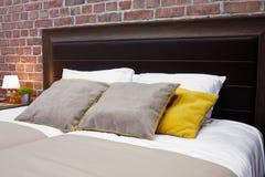 豪华现代样式卧室,旅馆卧室的内部 图库摄影