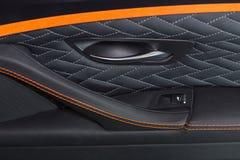豪华现代汽车的黑皮革内部 图库摄影