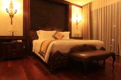 豪华现代样式卧室 免版税库存图片