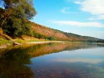 豪华的河岸看法  图库摄影