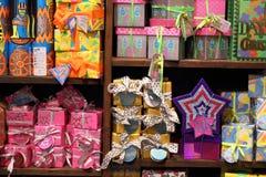 豪华的礼物盒,为圣诞节做准备 免版税库存照片