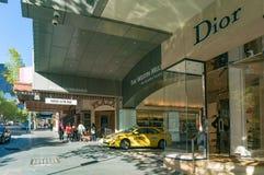 豪华精品店和旅馆在著名林斯街道上在Melbourn 免版税库存照片