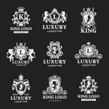 豪华精品店皇家冠优质葡萄酒产品纹章商标汇集品牌身份传染媒介例证 库存例证
