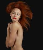 豪华老练红头发人妇女 aspirational 库存照片