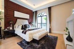 豪华舒适的卧室 免版税库存照片