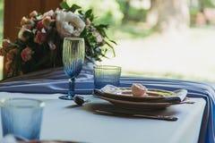 豪华装饰了婚姻的桌 图库摄影