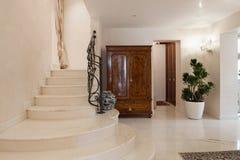 豪华豪宅,楼梯 免版税库存照片