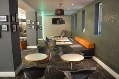 豪华酒吧餐馆在伦敦旅馆里 免版税库存图片