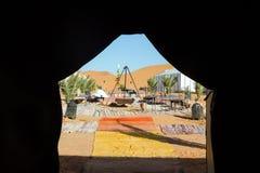 豪华野营的帐篷在沙漠 库存图片