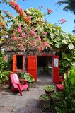豪华金黄岩石旅馆在尼维斯岛的加勒比岛 库存图片