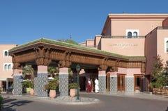豪华高尔夫球度假旅馆在马拉喀什 免版税库存照片