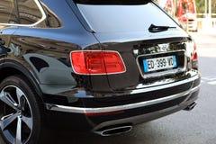 豪华黑色SUV本特利Bentayga在摩纳哥-背面图 免版税库存照片