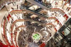 豪华购物中心内部 免版税库存图片