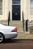 豪华2辆汽车的房子 免版税库存照片