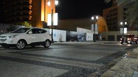 豪华SUVs在步行在Jumeirah海滩住所 股票视频