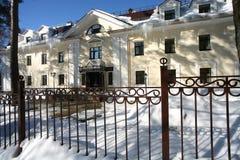 豪宅在冬天 库存图片