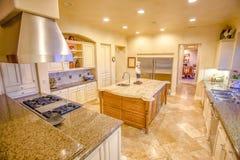 豪宅的加利福尼亚厨房 图库摄影