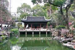 豫园是在城市上帝寺庙旁边的一个广泛的中国庭院位于市的东北部上海,中国 库存图片