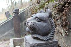 豹子` s头雕塑 库存照片