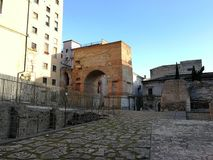 贝内文托-从考古学区域的罗马曲拱 免版税库存图片