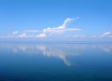 贝加尔湖云彩湖喜欢平面俄国 库存图片