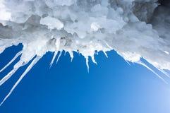 贝加尔湖冰柱  免版税库存照片