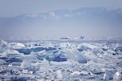 贝加尔湖冰漂泊 33c 1月横向俄国温度ural冬天 免版税库存照片
