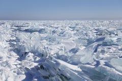 贝加尔湖冰漂泊 33c 1月横向俄国温度ural冬天 图库摄影