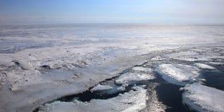 贝加尔湖冻结的湖 免版税图库摄影