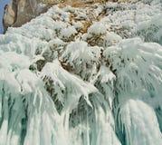 贝加尔湖惊人的稀奇的冰流程  库存照片