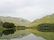 贝加尔湖海岸湖 免版税库存图片