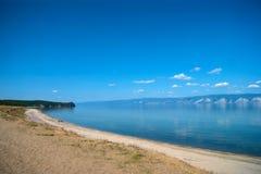 贝加尔湖海岸线 免版税库存照片