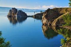 贝加尔湖burhan海角湖岩石僧人 免版税库存照片