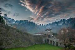 贝加莫威尼斯式墙壁的进口  免版税库存图片