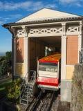 贝加莫意大利 红色缆索铁路在老城贝加莫在上部驻地在圣Vigilio小山 图库摄影