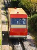 贝加莫意大利 红色缆索铁路在老城贝加莫接近驻地在圣Vigilio小山 库存图片